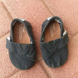 Toms black canvas sneakers toddlers size 4